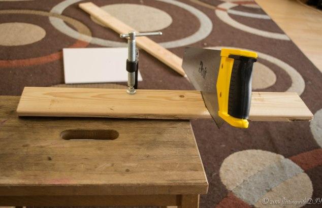 hand saw wood
